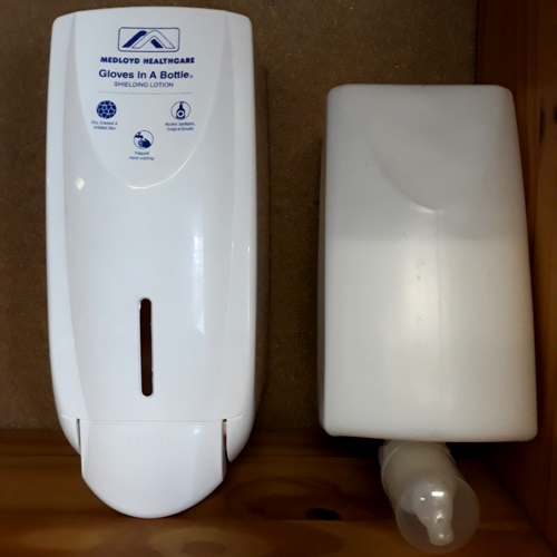 1 x wall mounted dispenser + 1.3 liter refill bottle with lotion